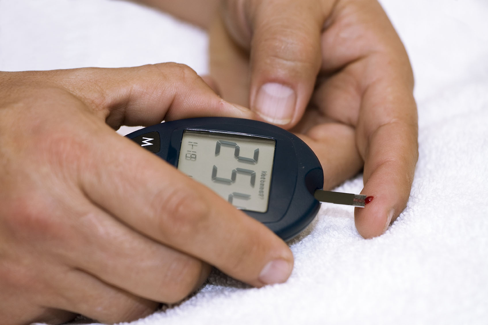 diabetes-measuring-glucose-level